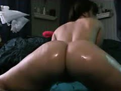 Pawg shaking oiled up ass
